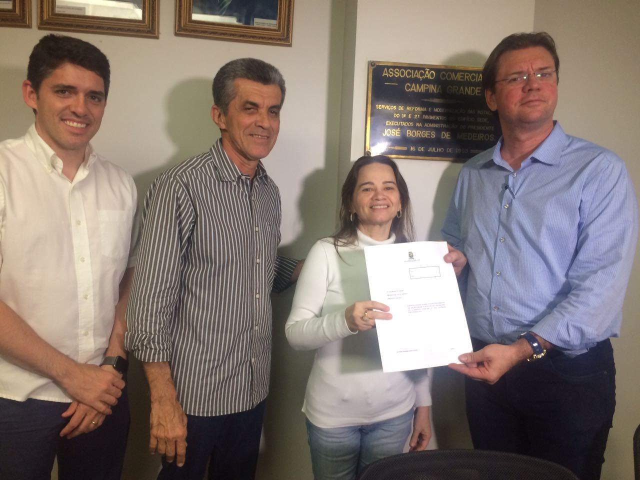 Vereadora Ivonete Ludgério participa de encontro com empresários campinenses