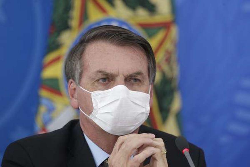 Bolsonaro sanciona, com vetos, lei que obriga uso de máscaras em locais públicos pelo país