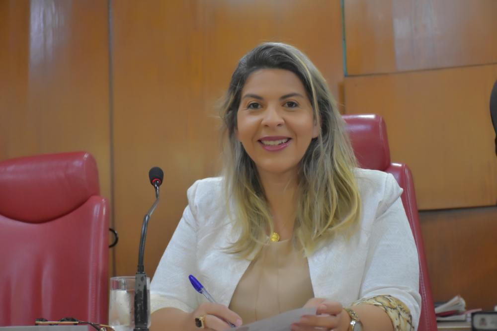 Vereadora Eliza solicita retorno imediato das aulas em EAD nas universidades públicas da Paraíba