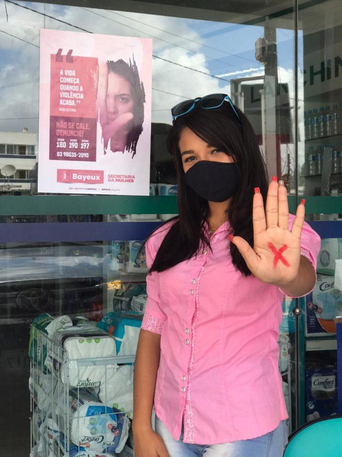 """Secretaria da Mulher toma parte da campanha """"Sinal Vermelho"""" e busca conscientizar a população de Bayeux"""